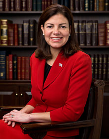 220px-Kelly_Ayotte,_Official_Portrait,_112th_Congress_2