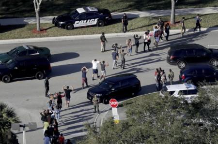 florida-school-shooting-cops-behind-cars2